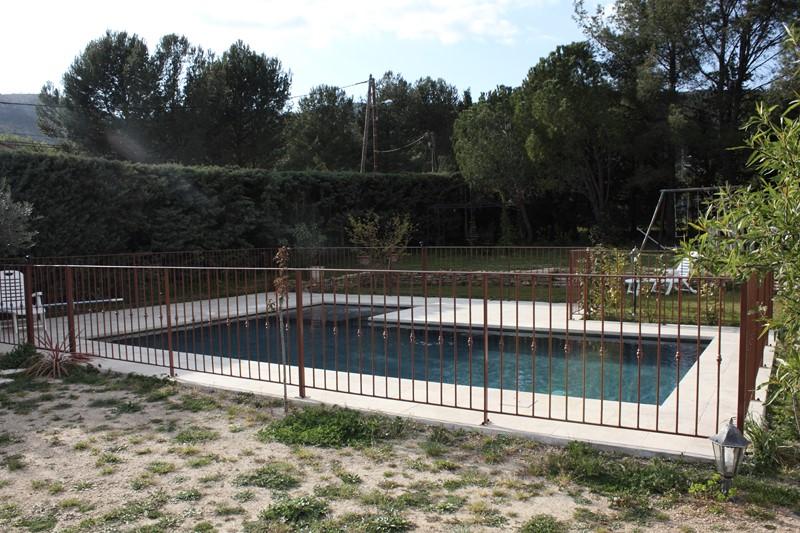 barrire de protection piscine cloture piscine leroy merlin cloture saint photo cloture pas. Black Bedroom Furniture Sets. Home Design Ideas