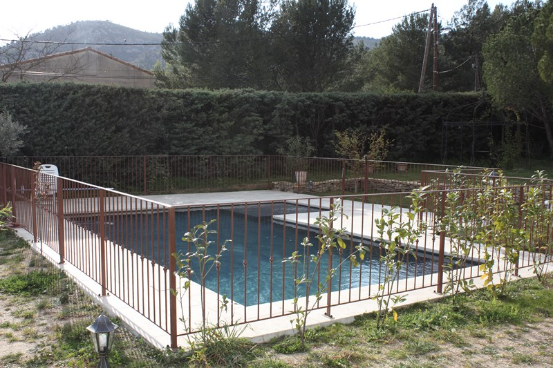 Barriere ou garde corps securite piscine a aix en provence for Piscine la garde