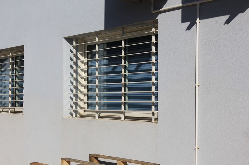fabuleux grille de d fense moderne ux91 humatraffin. Black Bedroom Furniture Sets. Home Design Ideas