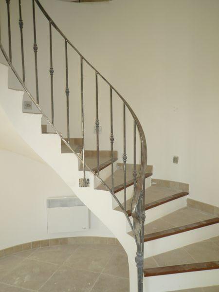 Rampe d 39 escalier roquevaire aubagne marseille gemenos for Escalier helicoidale marseille