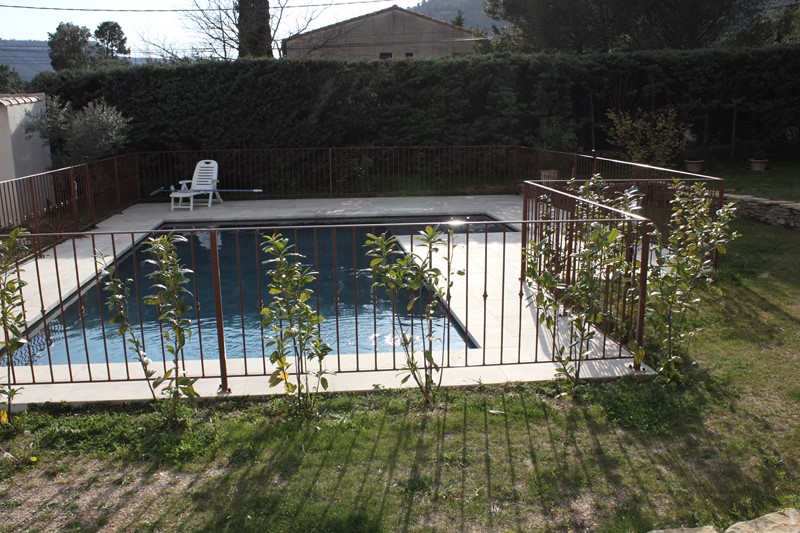 Barriere ou garde corps securite piscine a aix en provence for Piscine barriere